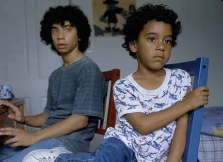 Richards to sønner bruker usunt mye tid i chatrooms på nettet.
