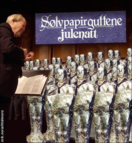 2003: Koret gjennomfører en serie avantgarde-konserter innpakket i aluminiumsfolie, under navnet Sølvpapirguttene. (Alltid Moro, Originalfoto: Scanpix)