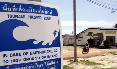 Tsunamien rammet landene rundt Indiahavet 2. juledag i fjor. (Foto: Pornchai Kittiwongsakul/AFP/Scanpix)