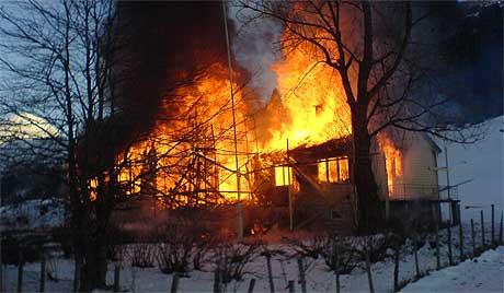 Slik såg husa ut då brannvesenet kom til staden. Foto: Bjørn Anders Seinsund