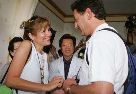 Dorit Nitzan og Ron Bombiger falt for hverandre i kaoset etter tsunamien. (Foto: Scanpix / Reuters)