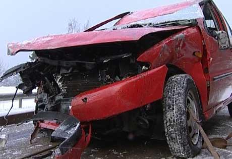 Tre personer ble skadet i ulykka.