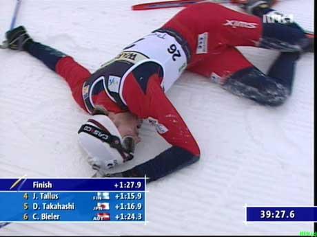 Magnus Moan var helt utslitt etter langrennet. (Foto: NRK)