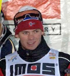 Johan Kjølstad på pallen. (Foto: AFP/Scanpix)