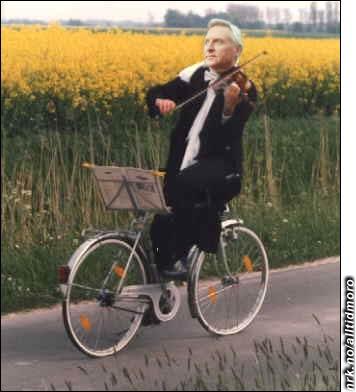 April 2006: Arve Tellefsen kommer i Guinness rekordbok etter å ha syklet Trondheim-Oslo baklengs mens han framførte Griegs samlede verker på fiolin.