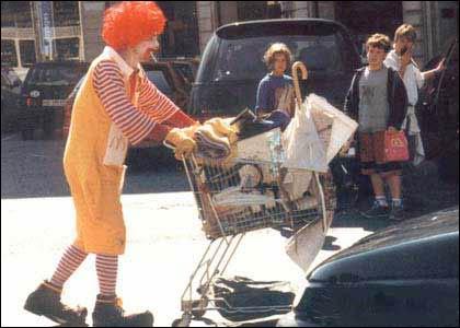 - Møkkafolk! Ronald McDonald avviste i dag Mattilsynets påstand om dårlig hygiene ved 25 av kjedens 67 spisesteder. (foto: ukjent)