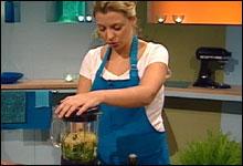 Kokke-Lise lager pasta med ferske tomater og kapers (Foto: NRK)