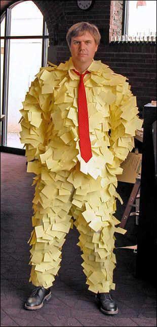 November 2006: Dressmann lanserer klær for kontorister, i sin helhet laget av Post-it lapper.