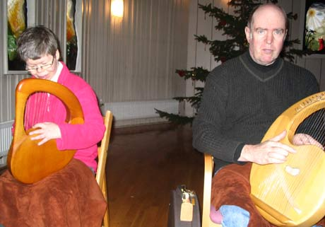 Lise Letterud og Torgrim Prestholt i Granlys lyreorkester er glad i å spille. (Foto: Jorun Vang/NRK)