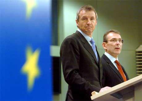 EU energipolitikk energikommissær Andris Piebalgs og Martin Bartenstein (Herwig Vergult/AFP/Scanpix)