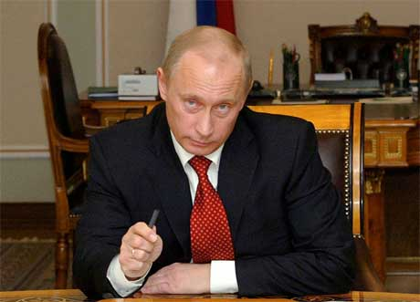 Russlands president Vladimir Putin demonstrerte Russlands styrke som gasseksportør da statseide Gazprom i helgen kuttet gassleveransene til Ukraina. (Foto: Mikhail Metzel/Reuters/Scanpix)