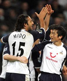 Mido var en av kampens beste spillere da Tottenham slo Manchester City 2-0 onsdag kveld. (Foto: AFP PHOTO/PAUL ELLIS)