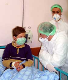 Akdag (i midten) på sykehuset i Van (Scanpix/AFP)