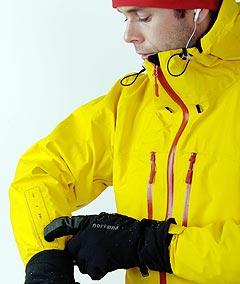 Norrøna har samarbeidet med Apple om å lage den første iPod-jakka. Foto: Norrøna / NTB.