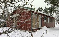 Bak flere lag gardiner bor de syke barna i foreldrenes hus, skjermet for mest mulig lyd og lys.