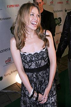 Kylie Minogue, her under Nordic Music Awardsi 2004, har fått den glade beskjeden om at hun er frisk fra kreften, og kan ikke slutte å le. Foto: Jarl Fr. Erichsen, Scanpix.