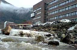Fylkeshuset ved Njøsaelvi på Hermansverk. Arkivfot: Cosmin Cosma.