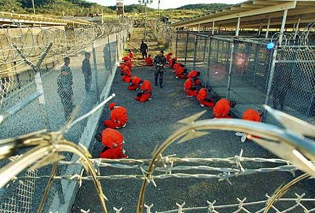 Fanger på Guantanamo-basen på Cuba i januar 2003. (Arkivfoto: AFP/Scanpix)