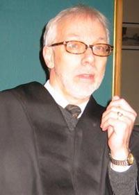 Advokat Fridtjof Feyth ber aktor Tormod Bakke (bildet)droppe hele drapsplansaken. (foto: Ann-Kristin Mo)