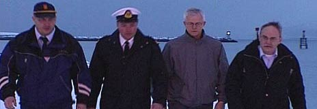 Her er de norske etterforskerne som skal avsløre svartfisket i Barentshavet. Fra venstre: Sigurd Richardsen, konsulent, Stig Flått, inspektør i Kystvakta, Tor Glistrup, seniorrådgiver i Fiskedirektoratet og Bjørnar Myrseth, inspektør. Foto: NRK