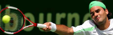 Roger Federer i full strekk i kampen mot Denis Istomin (Foto: REUTERS/David Gray