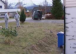 Politiet undersøkte i dag området hvor mannen ble skutt. (Foto:Rune A. Hansen, NRK)
