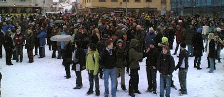 Nesten 3000 mennesker møtte opp til demonstrasjonen på Rjukan i dag. foto Hans Christian Eide, NRK