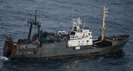 Fiskeindustrien i Norge ber myndighetene i Norge og Russland gjøre noe med tyvfisket. (Foto: Kystvakten)