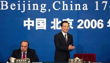 Kinas statsminister Wen Jiabao var en av talerne på givermøtet i Beijing i dag. (Foto: M.Reynolds, Reuters)