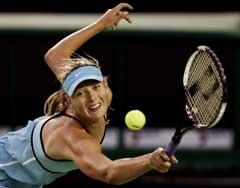 Maria Sjarapova under kampen mot Ashley Harkleroad (Foto: AP/Scanpix)