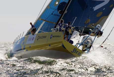 """""""Brasil 1"""" på vei ut fra start i Cape Town. (Foto: Reuters/Scanpix)"""