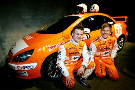 <b>Tar det rolig: </b> Henning Solberg og Cato Menkerud vil vise fram sponsorene sine mest mulig i årets rally-VM. (Foto: Håkon Mosvold Larsen/Scanpix)