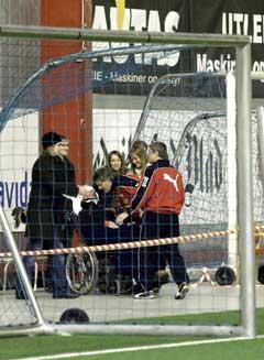 Dagfinn Enerly kom i bil fra Sunnaas sykehus til Østfoldhallen for å være tilskuer under kampen mellom FFK og Viborg. (Foto: Sara Johannessen/ SCANPIX)