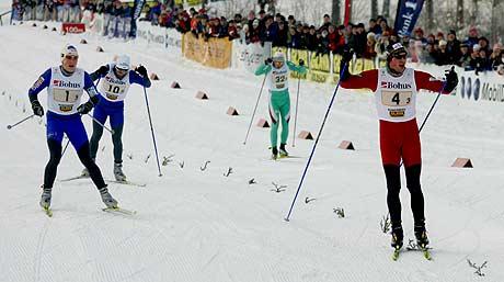 Strindheim v/Petter Northug vinner NM-stafetten (Foto: Scanpix/Ørn E. Borgen)