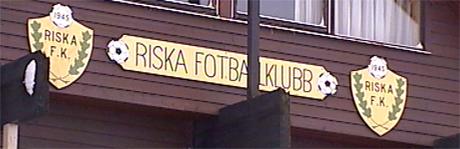 Klubbhuset til Riska Fotballklubb Foto: NRK