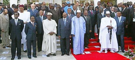 Gruppebilde av statslederne i Khartoum på AUs 6. toppmøte (Foto: S.Azim, AP)