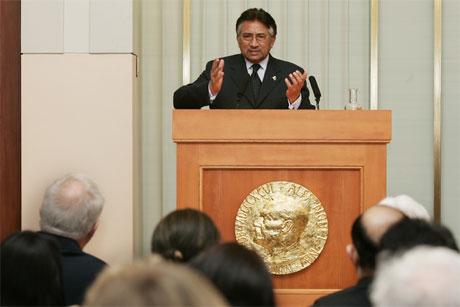 Pakistans president Pervez Musharraf under sin tale i Nobelinstituttet i Oslo i dag. (Foto: Heiko Junge/Scanpix)