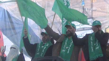 OKKUPASJON: Hamas-kandidaten Nayeb Rajoub fortalte de tusenvis av fremmøtte i Hebron at han støtter det palestinske folkets kamp mot den israelske okkupasjonen. (Foto: Ana Maria Borge Tveit/NRK)