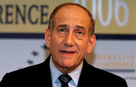 Israels fungerande statsminister Ehud Olmert har kalla saman regjeringa sitt tryggingskabinett. (Foto: Reuters/Scanpix)