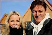 Solfylt på bryggen: Vi møtte Tor Endresen og Christine Gulbrandsen på en sjeldent vakker Bergens-dag. (Foto: Jan Henrik Mo)