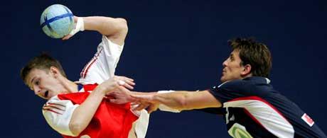 Norge kjempet godt mot Russland men gjorde for mange feil og tapte tilslutt 21-24 i åpningskampen i håndball-EM.