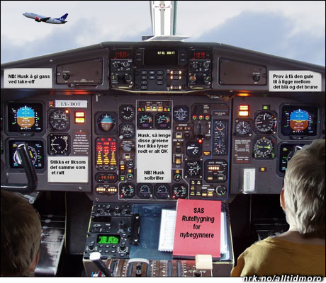 """For å hindre flere kanselleringer, har SAS startet opp et """"Gjør det selv"""" prosjekt. Her ser vi brødrene Erlend (3) og Roar (7) som gjør sitt for å holde flytrafikken i gang. (Innsendt av Øistein Anmarkrud)"""