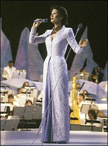 Åse Klevelands kjole var et hett diskosjonstema i Norge i 1986. (Foto: Inge Gjellesvik NTB / Scanpix )