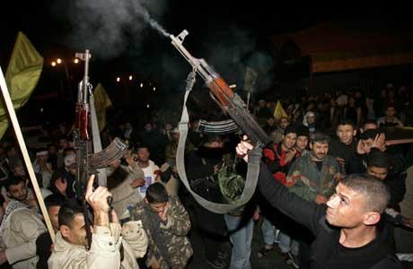 Fatah-tilhengere har allerede tatt våpen i bruk etter valget. Foto: Scanpix/Reuters.