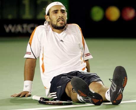 Marcos Baghdatis fra Kypros yppet seg mot Federer i starten av kampen, men ble til slutt feid av banen. (Foto: AP PHOTO/ SCANPIX)