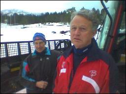 Løypesjef Magnus Meisingset og Magnar Røv er bekymra men tror det holder. Foto: Gunnar Sandvik