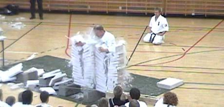 Verdensrekorden til Narve Læret ga støvproblemer på gulvet. Foto: Marianne Læret.