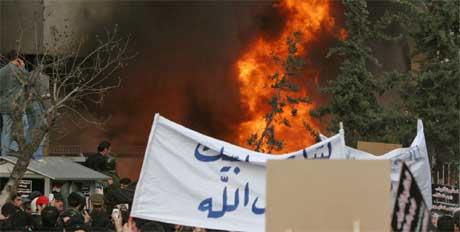 Den danske ambassaden er nedbrent (Foto: REUTERS /Khaled al-Hariri )