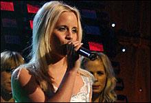 Alvedans: Christine Guldbrandsen på scenen. (Foto: NRK/Jan Henrik Mo)