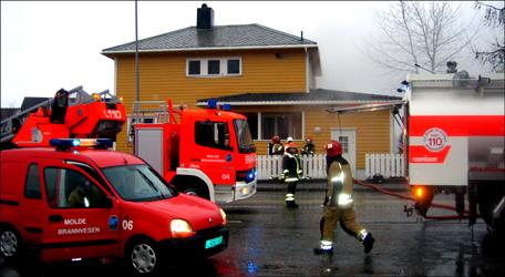 Brannvesenet fikk raskt kontroll over situasjonen. Foto:Gunnar Sandvik, NRK